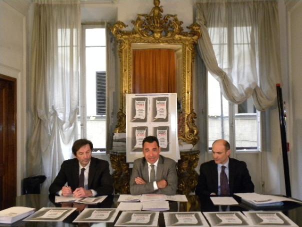 L'impresa presenta il conto (da sinistra Massimo Biagioni, Direttore Confesercenti Toscana, Nico Gronchi, Presidente provinciale Confesercenti e Alberto Marini, Direttore provinciale Confesercenti)