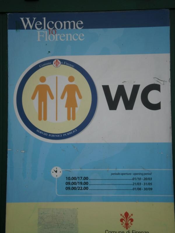 Gli orari di apertura dei servizi igienici: alle 12.30 di venerdì scorso erano chiusi, nonostante le indicazioni prevedessero l'apertura dei bagni