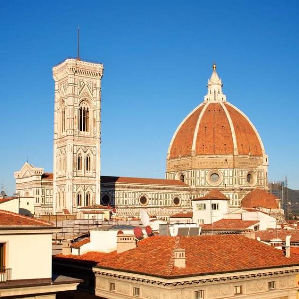 Firenze, stangata sui turisti: aumenterà la tassa di soggiorno negli ...