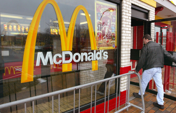 Crisi, anche McDonald's sconta l'hamburger
