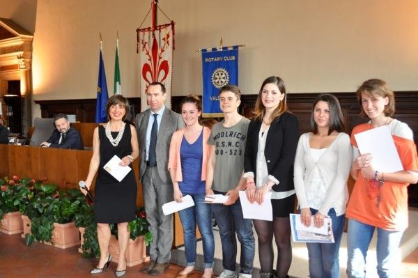 """I giovani studenti vincitori del  concorso letterario scolastico """"Boccaccio"""""""