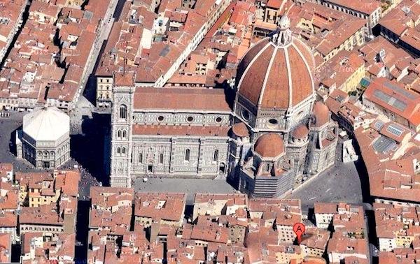 A: Piazza San Benedetto, anticamente Piazza de' Maccheroni