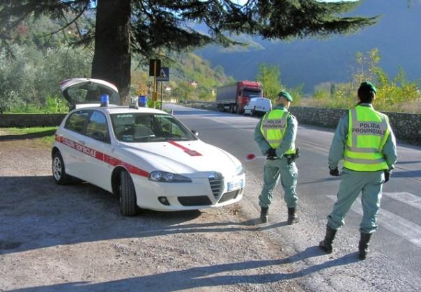 La polizia provinciale di Lucca ha denunciato una mamma ubriaca