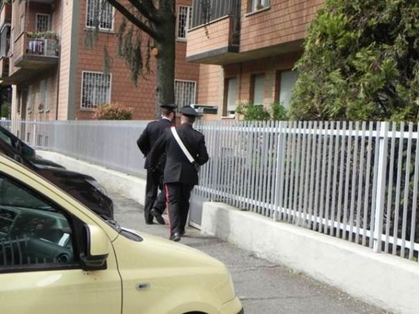 Carabinieri in casa di un collezionista, aveva persino un bazooka