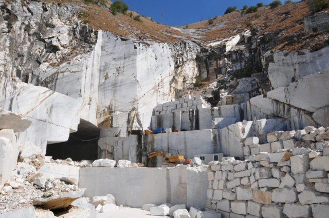 Brilla ancora l'export del marmo di Carrara