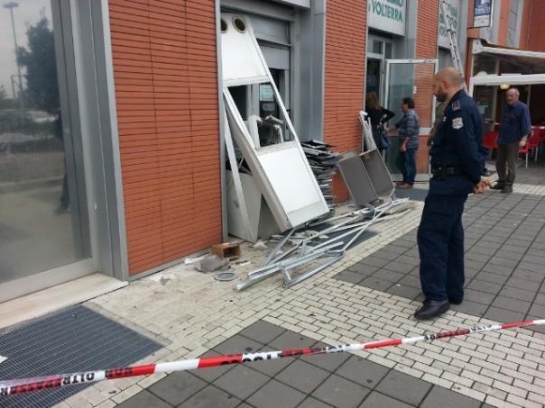 Il bancomat fatto esplodere a Livorno