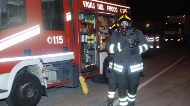 Sul posto sono intervenuti i vigili del fuoco, spento il principio d'incendio