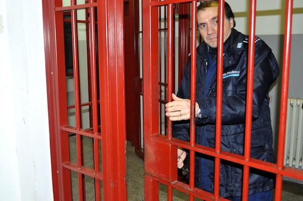 Uno dei cancelli dentro il carcere Mario Gozzini di Firenze
