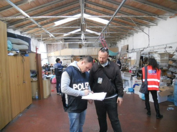 Controlli nei capannoni cinesi di Prato