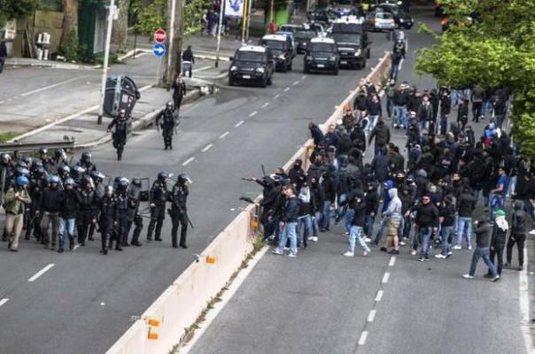 Un momento di tensione prima della partita Fiorentina Napoli