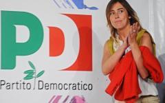 Maria Elena Boschi sul palco della festa dell'Unità, alle Cascine