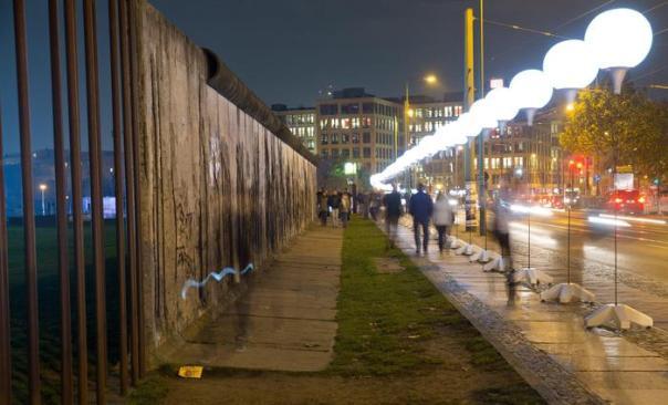 Muro di Berlino, per i 25 anni dalla caduta 8 mila 'bollons' accesi