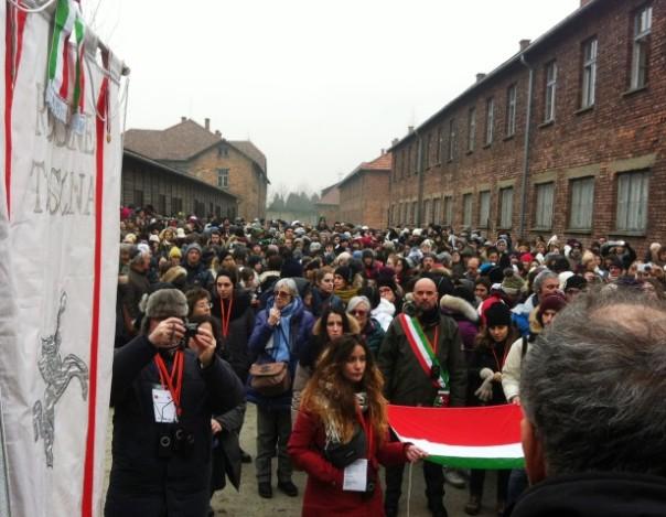 Viaggio della memoria, il corteo ad Auschwitz