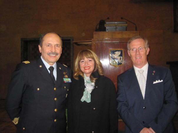 da sin. il generale Gianfranco Camperi con il governatore del Lions Gianlica Ricchi e Consorte