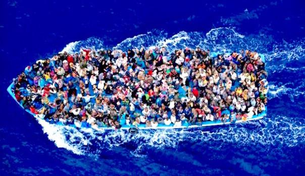 Un'imbarcazione carica di migranti