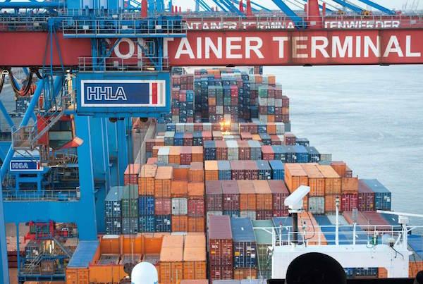 Attraverso il porto di Genova  arrivano in Italia molti prodotti contraffatti dall'Asia