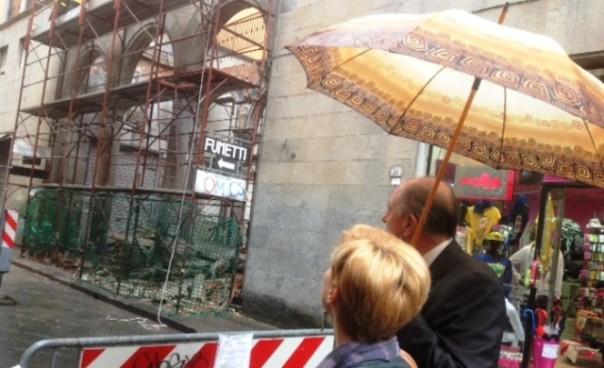 Lucca, il solaio crollato in via Beccheria, pieno centro storico