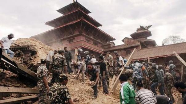 Nepal, il terremoto ha provocato migliaia di morti. Sono 2 gli italiani morti e 5 i dispersi