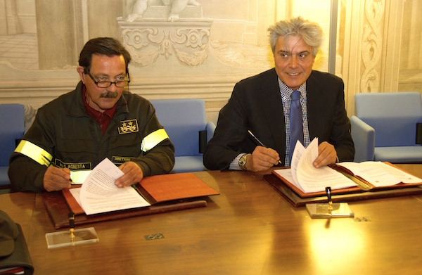 Il direttore dei Vigili del Fuoco Gregorio Agresta e l'assessore Luigi Marroni