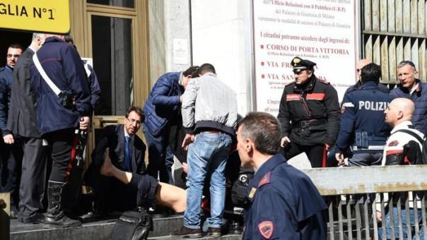 Si soccorrono i feriti davanti al tribunale di Milano