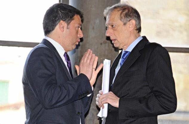 Matteo Renzi con Piero Fassino, costretto ad andare al ballottaggio a Torino