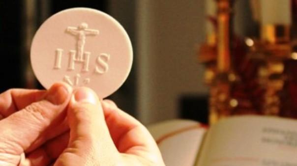 Furto sacrilego di ostie a Livorno, per il vescovo c'è il rischio di riti satanici