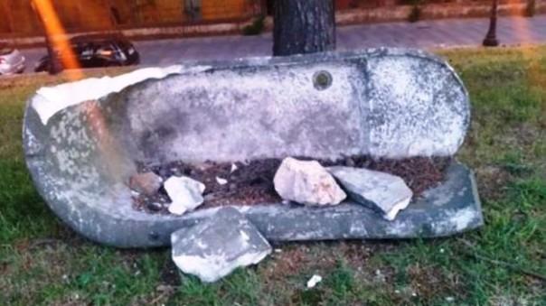 Grosseto, distrutta la vasca di marmo romana posta sulle mura