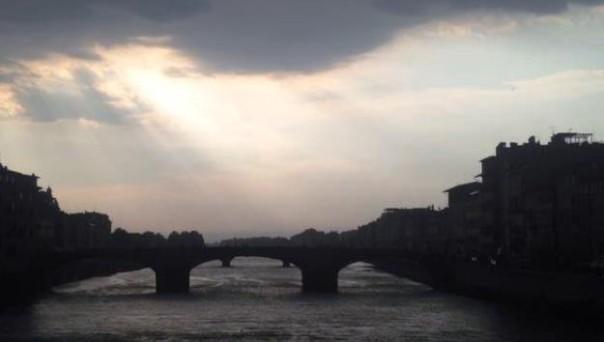 Il violento temporale si abbatte su Firenze (foto Twitter - Stefania Crivaro)