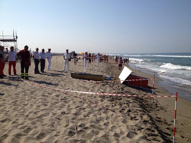 Il corpo senza vita di Yacouba Bamba sul litorale di Viareggio