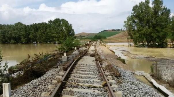 La linea ferroviaria Siena-Grosseto dopo il nubifragio del 24 agosto 2015