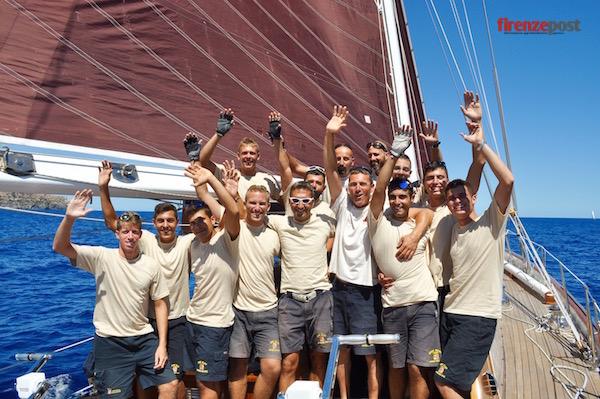 L'equipaggio del Capricia a Mahon