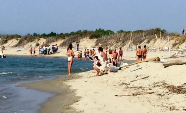 Litorale di San Rossore, un uomo di 72 anni è morto mentre nuotava verso riva