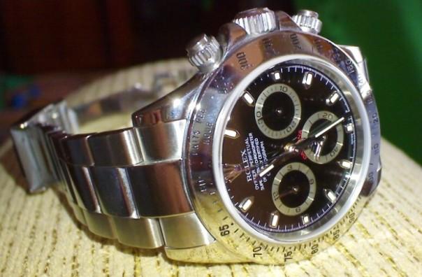 Un Rolex Daytona del tipo di quello rubato a Forte dei Marmi