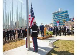 L'alzabandiera nell'ambasciata americana a L'Avana