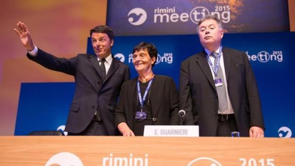 Renzi sul palco al meeting di Rimini