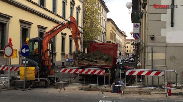 Fuga di gas in via Sant'Anna a Firenze all'angolo con via Cavour