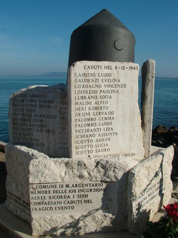 Un monumento ai Caduti nel comune di Monte Argentario