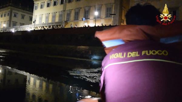 L'intervento dei sommozzatori dei Vigili del Fuoco in Arno