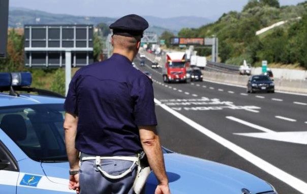 In contromano sulla superstrada, fermato dala polizia