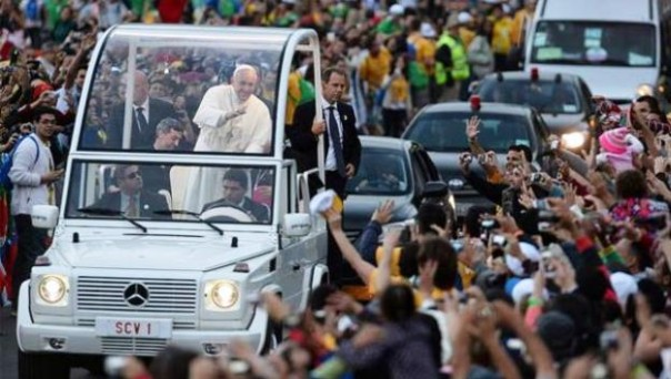 Papa Francesco transiterà lungo le vie del centro in papamobile