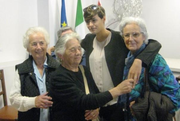 Sant'Anna di Stazzema, Miss Italia Alice Sabatini con alcune superstiti della strage
