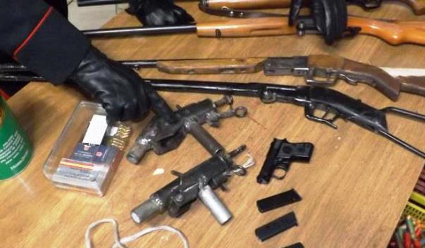 Armi illegali in casa di un uomo nel Pistoiese