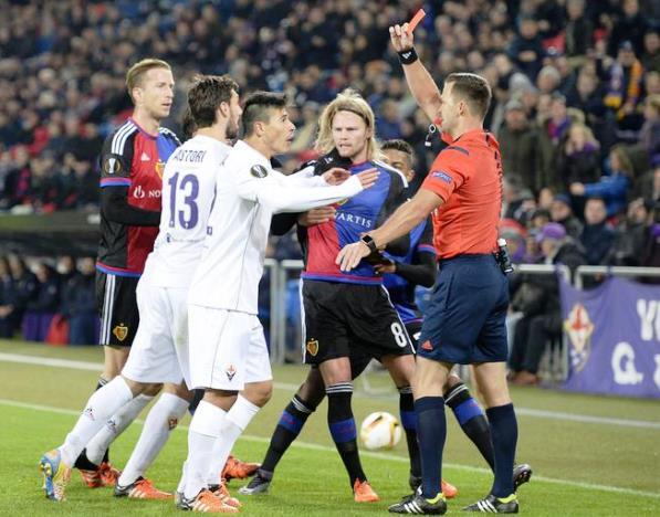 Basilea-Fiorentina, l'espulsione di Roncaglia