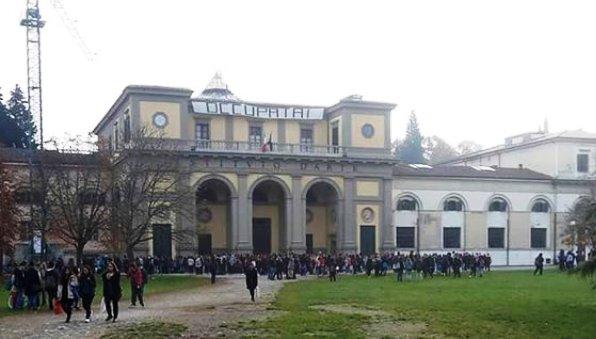 Firenze, il liceo artistico  di Porta Romana occupato (foto Twitter - Massimiliano Sgatti)