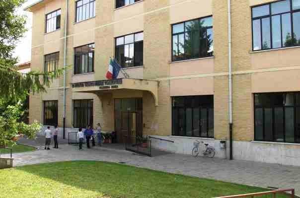 Scuola, una facciata dell'Isis di San Giovanni Valdarno