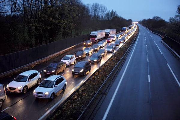Code di auto alla frontiera fra Francia e Belgio