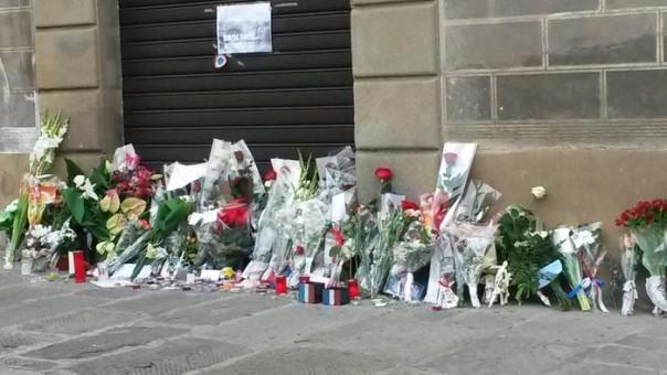 Parigi: 'pellegrinaggio' e fiori  a consolato Francia a Firenze