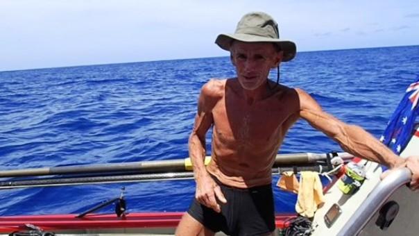 John Beeden, 53 anni, il primo uomo al mondo a compiere la traversata del'Oceano Pacifico da solo su una barca a remi (foto Twitter - @solopacificrow)