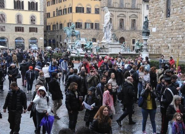 Folla in Piazza Signoria
