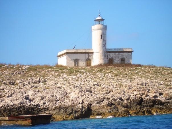 Faro-Formiche